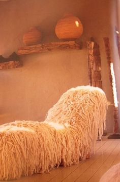 Coral Stephens Handweaving produces handmade decor fabrics and carpets from the finest mohair, raffia, cotton and silk. coralstephens.com