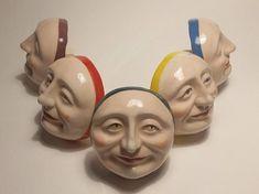 Facce - ceramica artistica Gadgets Mostra Like a Caterpillar 2018. Serie limitata 50 pezzi in 5 varianti colore. 1 pezzo 30 euro - tutta la serie 120 euro.