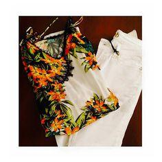 A cara do verão: Blusa estampa renda floral e calça branca da MOB. #clienteMixeMatch