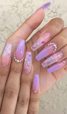 If you want cute ombre nails that suit summertime in 2019 then check our cherry-picked ombre acrylic nails between purple, blue, yellow, and pink ombre nails. Purple Ombre Nails, Purple Acrylic Nails, Summer Acrylic Nails, Best Acrylic Nails, Summer Nails, Acrylic Nails Coffin Ombre, Purple Nails With Glitter, Ombre Nail Art, Purple Chrome Nails