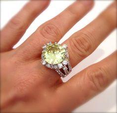 Vintage Peridot and Diamond Pave Estate Jewelry Ring by WOWTHATSBEAUTIFUL