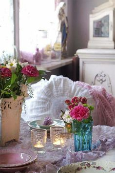 I love this shabby romantic space