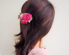 sale! 1900円→1700円アートフラワーでデザインしました金具はバレッタです。日本人の髪色に 似合う色合わせを意識していますクラフトbox付...|ハンドメイド、手作り、手仕事品の通販・販売・購入ならCreema。