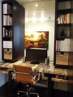 HALL | SPASSOV: The Pallet Desk with IKEA shelving ;)