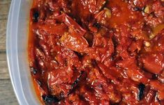 Easy Recipe: Roasted Tomato Sauce with Garlic