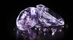 Dvě velký diamant kameny s mnoha malý jeden otáčení přes tmavé — Stock video #65546503