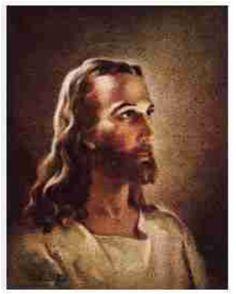우리 머릿속에 '보편적'이라 생각 드는 예수의 모습이 표현된 작품이라고 생각한다. 이 작품에서 작가는 예수를 근엄하고 인자하고 부드러운 모습으로 그리길 의도한 것 같다. 가장 먼저, 색감이 어두운 갈색과 부드러운 황색 계열이 많이 쓰였다. 예수는 여기서 윤기 나는 갈색머리와 황색 계열 피부를 가지고 있다. 이러한 색감은 인자함과 고급스러움을 잘 표현해 준다.     그리고 조명, 각도, 표정도 예수의 신비로움과 근엄함을 돋보이게 해 준다. 머리 뒤에서 비추는 조명이 머리카락 곡선의 부드러움을 돋보이게 해 주고, 측면광은 얼굴을 입체적으로 보이게 해 준다. 그리고 옆모습을 그림으로써 우월한 모습의 예수를 미화하는 데에 보탬을 하고 있다.      결국 이 작품은 예수를 미화하고, 예수의 위대함을 나타내려고 하였다. 반드시 예수가 이러한 모습을 가지고 있다는 법은 없지만, 대부분의 사람들은 예수를 상상하면 이 모습을 떠올릴 만큼 이 예수의 모습은  '보편적인 예수'라고 할 수…