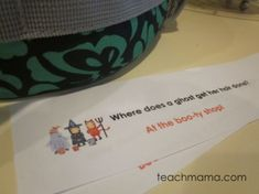 These are some super-cute, totally silly halloween joke lunchbox notes that will make your kids smile! It's a free printable of halloween lunchbox joke notes. I love adding lunchbox notes to my kids lunches to give them something special while they eat lunch at school! #halloween #jokes #kids #lunch #school #halloweenparty #kidsactivities #activitiesforkids #lunchideas