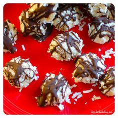 Blog post at A Bird and a Bean :    Aren't these Healthy No-Bake Coconut Almond Joy Trufflesso pretty? (And with such a short name.) Seriously, though, these.are.ridic[..]