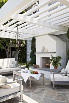 Ideas for Outdoor Living Spaces Elegant all-white outdoor living room with whitewashed wood furniture below the slatted pergola.Elegant all-white outdoor living room with whitewashed wood furniture below the slatted pergola. Outdoor Decor, Home, Outdoor Space, Outside Living, Outdoor Rooms, Modern Outdoor, Outdoor Fireplace, Patio Flooring, Outdoor Design