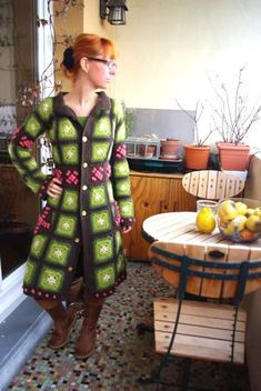 CLEVER USE OF COLOUR AND LAYOUT FOR GRANNY SQUARE COAT.  GREAT COLLAR AND EDGING.