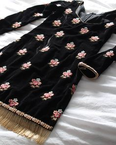 Haute spot for Indian Outfits. Pakistani Dress Design, Pakistani Outfits, Indian Outfits, Boutique Suits, A Boutique, Velvet Dress Designs, Suits For Women, Clothes For Women, Indian Designer Suits