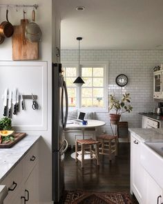Small Cottage Interiors, Layout Design, Colonial Kitchen, Italian Home, Cozy Kitchen, Design Furniture, Home Interior Design, Living Room Interior, Home Kitchens
