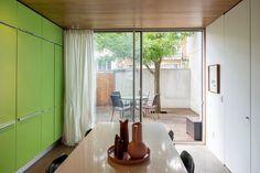 Intéressante maison d'architecte dans le quartier Villeray à Montréal - Joli Joli Design Windows, Curtains, Design, Home Decor, Real Estate Broker, Open Spaces, The Neighborhood, Pretty, Puertas