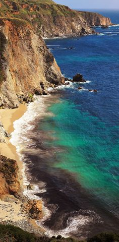 Big Sur by Bixby Bridge, California • photo: Ken Rockwell ☛ http://www.kenrockwell.com/trips/2010-06-california-central-coast/19.htm