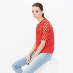 Découvrez vite l ensemble de notre collection été 2018 pour Femme. La  nouvelle gamme Sandro Paris pour Femme disponible sur l e-shop officiel. 7f4b5b348fb