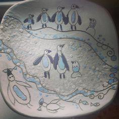 Тарілка за мотивами малюнків мого сина. Робота перед випалюванням. Втомилися від спеки ... тягне малювати пінгвінів.#kids #ceramics #plate…