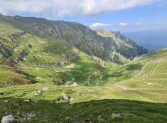 """Top 5 trasee uimitoare cu mașina care te vor face să spui: ,,România, te iubesc!"""" Beautiful Places To Travel, Tourist Places, Top 5, Top Gear, Romania, Drum, Country Roads, Camping, Vacation"""