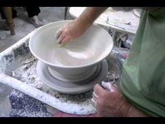 David Walters, Master Potter of Franschhoek. good demo video, no instruction) Pottery Bowls, Ceramic Bowls, Ceramic Pottery, Ceramic Techniques, Pottery Techniques, Clay Videos, Pottery Videos, Wheel Thrown Pottery, Pottery Making