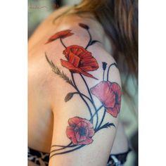 I adore adore adore this poppy tattoo!