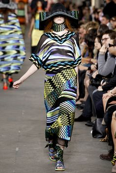 Missoni Spring 2011 Ready-to-Wear Collection Slideshow on Style.com
