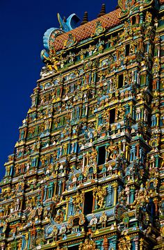 The Sri Meenakshi Temple (Mandir) is dedicated to Shiva and his consort Parvati. It is located in Madurai, India. There is an estimated sculptures surrounding the temple. Madurai, Temple Architecture, Amazing Architecture, Temple Indien, Places Around The World, Around The Worlds, Jaipur, Amazing India, Shiva