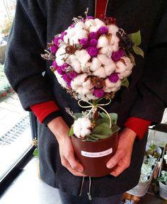 오늘 주인공 목화토피어리 몽글몽글 겨울 따뜻하게 보낼듯합니다^^ . . . #민트블룸#mintbloomflowercafe  #Mintbloom #flowerShop  #flowercafe #florist #flowers #flowerstargram #cotton  #topiary #토피어리 #김해꽃카페 #김해카페 #김해꽃집 #삼계동꽃집 #꽃카페 #꽃스타그램 #목화 #목화솜 #이쁨 #드라이플라워 #dryflowers #김해 #부산#삼계동