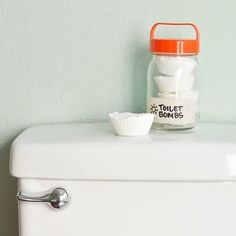 Unclog Your Commode With Eco-Friendly Toilet Bombs