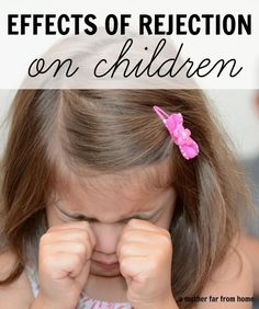 The Effects of Rejection in Childhood and How Parents Can Show Acceptance The effects of rejection on children and how to avoid them Great post for parents and mothers who want to be accepting and loving! Kids And Parenting, Parenting Hacks, Foster Parenting, Parenting Classes, Family Bonding, Helping Children, Raising Kids, Child Development, Acceptance