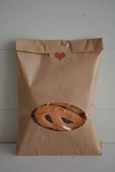 Bundle of 100 Kraft paper bags with a oval window complete with cellophane bag --- Party favors, give away's or wedding favor door SierGoed op Etsy