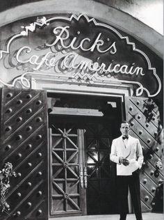 Casablanca  «...—Sí o no, no sé. Yo solo confío en mí a corto plazo, mejor dicho, en el próximo minuto. —... hablando de Marisa... suena a Rick en Casablanca»... Del capítulo Uno de «El último bolero», primera novela de Elina Hebe Prado.