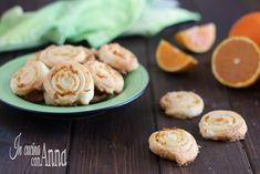 Le girelle all'arancia sono semplicissime da preparare,economiche e veloci,bastano 3 semplici ingredienti e in 15 minuti avrete dei dolcini super deliziosi e profumati che conquisteranno tutti al primo assaggio.
