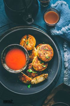 Aloo Tikki Recipe { Indian Potato Cakes } is an easy appetiser made with mashed potatoes and essential spices. Learn how to make Aloo Tikki step by step. Aloo Recipes, Veg Recipes, Indian Food Recipes, Vegetarian Recipes, Cooking Recipes, Healthy Recipes, Healthy Food, Recipies, Kerala