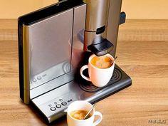 Pois é, e nesse friozinho, nada melhor do que eles, não é mesmo? Com vocês, os cafés... Ops, as cafeteiras mais...
