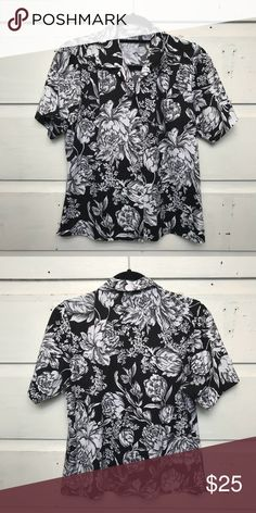 b94cc485625 Black and White Hawaiian Print Shirt Cute Vintage Shirt with nice bold print.  Would be