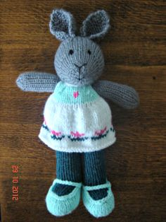 Knitted bunny, flowers. Made by Hand to Hand Tigre - Tejidos