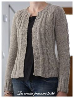 modele tricot bottom up Baby Cardigan Knitting Pattern, Knit Cardigan, Knitting Charts, Knitting Patterns Free, Woolen Dresses, Creative Knitting, Knit Crochet, Sweaters, Clothes
