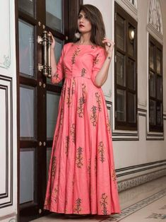 Pretty pink maslin digital printed gown online available at Inddus.com. Shop this alluring gown for upcoming parties and grand events. Indian Gowns Dresses, Indian Fashion Dresses, Long Gown Dress, The Dress, Dress Skirt, Frock Design, Party Kleidung, Frock Fashion, Women's Fashion