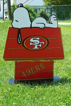 49ers Snoopy!! That's one smart Beagle!!