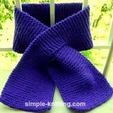 This easy knit keyhole scarf pattern has a hole in one end so you can slip the other end of the scarf through it and it's an easy scarf pattern to learn.