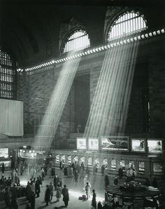 Grand Central Station, New York, 1957 © photo Brassaï
