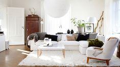 white room met ronde stoel