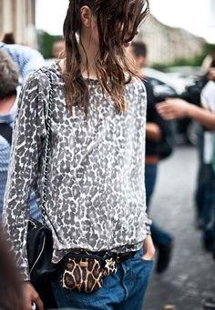Love her style!  #mezzomezzo  #corfushopping #streetstyle