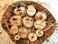 Ornements de bois personnalisées, personnalisée cadeau bois Tags, charmes de vin bois personnalisés, ornements de bois rustique sur Etsy, $3.83 CAD