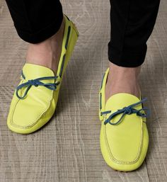 This lemon color Diving Shoes are something diferent to have and can go with Black Chinos and White Shirt