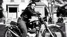 Foto Marlon Brando.Rocking  Speedo. ☸ڿڰۣ-ڰۣ—❤