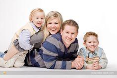 Google Image Result for http://www.slava-slavik.com/blog/09-i/studio_family_portrait.jpg