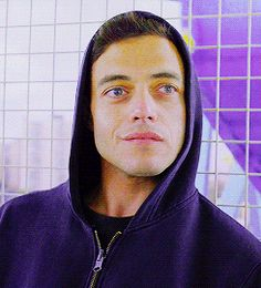 """I got Elliot Alderson!   USA / ginevra17.tumblr.com/127175066182 SHARE YOUR RESULTS          Which """"Mr. Robot"""" Character Are You?"""