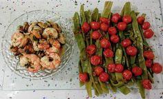 Gambones y mejillones al ajillo con judías verdes salteadas con cherrys Shrimp, Meat, Stir Fry, Garlic, Sauteed Green Beans, Dishes, Recipes, Mussels
