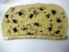 ENA & MONΑΔΙΚΟ........blog! : Αφράτες, μυρωδάτες Ελιόπιτες από την Κύπρο Hot Dog Buns, Food And Drink, Cooking Recipes, Favorite Recipes, Snacks, Cookies, Desserts, Breads, Pizza